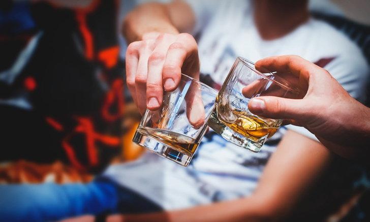 """คนฉลาดมีแนวโน้ม """"ดื่มเหล้า"""" มากกว่าคนปกติ ?"""