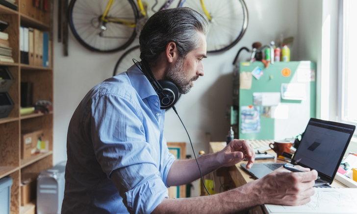 """5 วิธี ตัด """"เสียงรบกวน"""" เมื่อต้องทำงานที่บ้าน"""
