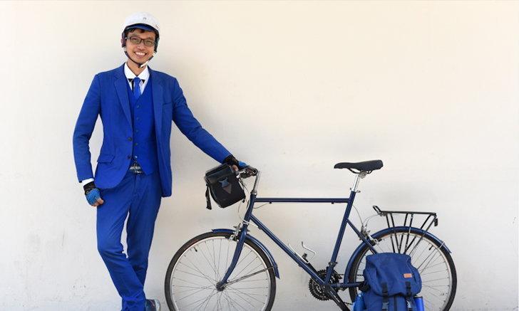ฟิล์ม พิชเญศ ชายในสูทน้ำเงินที่พักงาน ปั่นจักรยาน เที่ยวไทยในหนึ่งปี