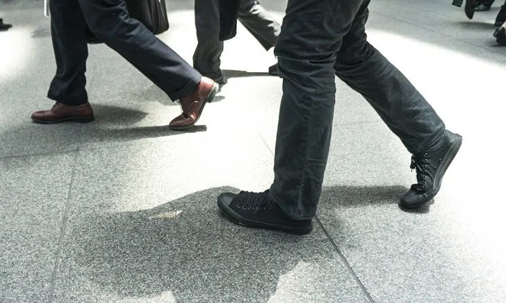 รู้หรือไม่? คนญี่ปุ่นสมัยเอโดะ เดินแกว่งแขนข้างเดียวกับขาที่กำลังก้าว!