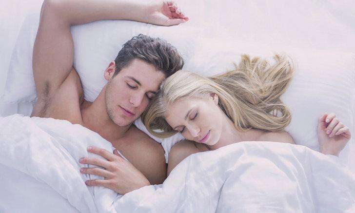 """""""รักหรือหน่าย"""" สังเกตได้จากภาษากายขณะนอนหลับ"""
