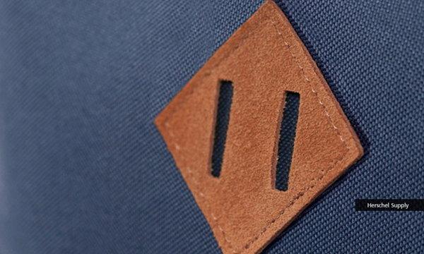 ไม่บอกไม่รู้! ป้ายสี่เหลี่ยมบนกระเป๋าเป้ มีไว้เพื่อ?