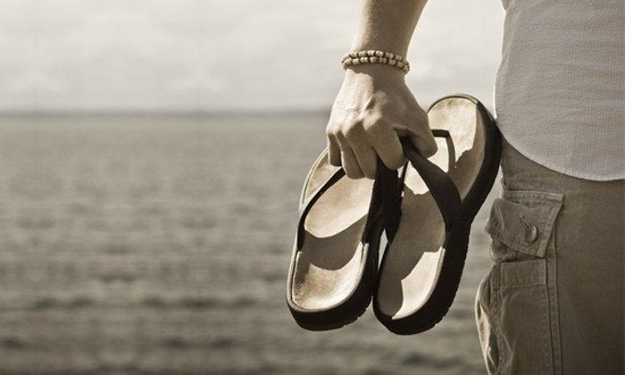 """ใส่ """"แตะ"""" อย่างไรไม่ให้น่า """"ตบ"""" ทิปส์ดีๆ ในการเลือกรองเท้าแตะของหนุ่มๆ"""