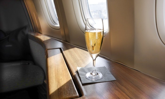 ทำไมคุณจึงไม่ควรดื่มเครื่องดื่มแอลกอฮอล์บนเครื่องบิน