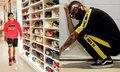 ส่องคลังรองเท้ามูลค่านับล้าน เพชรจ้า – แจ๊ส สองหนุ่มนักสะสมรองเท้าตัวยง