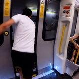 หนุ่มวิ่งแข่งรถไฟใต้ดิน