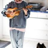 12. ลิน รัตช์ มิลเลอร์ ไม่เพียงแค่ฝีมือการเล่น อุคกูเลเล่ แต่อารมณืขันของคุณยายวัย 70 คนนี้ ทำให้เธอสามารถหาเลี้ยงชีพได้ด้วยการแสดงสแตนอัพคัมเมดี
