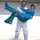 6. แพต และ อลิเซีย มัวร์เฮด  สองคู่รักวัย 81 และ 66 ปี สามารถเล่นกิจกรรมที่แม้แต่วัยรุ่นหลายคนไม่กล้าลองอย่าง สกายไดฟ์วิ่ง