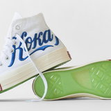 Kith x Coca-Cola และ Converse สีขาวที่มีภาษารัสเซีย