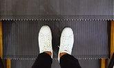 ทำความสะอาดรองเท้าผ้าใบ ในสไตล์หนุ่มๆ
