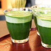 4. รอเบียร์กับชาเขียวให้ผสมเข้ากัน แล้วดื่มได้เลย