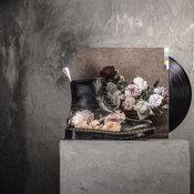 รองเท้าจากอัลบั้ม Power, Corruption & Lies