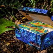 กล่องที่ถอดแบบมาจากภาพยนตร์ Predator ได้อย่างยอดเยี่ยม