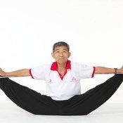 4. ดวน สินฟู  ใครจะคิดว่าคุณตาวัย 73 ปีคนนี้จะโชว์ลีลายิมนาสติกได้ราวกับเด็กวัยรุ่น