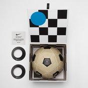 ลูกฟุตบอลจากการคอลแลบระหว่าง Nike และ Off-White