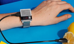 เพียงกดปุ่มก็จะได้ยินเสียง Dork Too นาฬิกาคอลเลคชั่นล่าสุดจาก Nixon