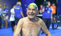 ธรรมดาที่ไหน คุณปู่วัย 99 ปี ว่ายน้ำทำลายสถิติโลก