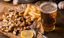 บาร์ในเบลเยียมแก้ปัญหาลูกค้า 'ขโมยแก้วเบียร์' ด้วยเงื่อนไข 'ฝากรองเท้าไว้กับร้าน'