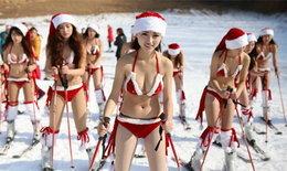 สาวหมวยต้อนรับคริสมาสต์ด้วยชุดบิกินี่ท้าลมหนาว