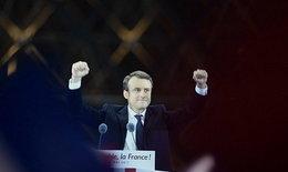 """""""มาครอง"""" ชนะเลือกตั้งฝรั่งเศส ครองตำแหน่งประธานาธิบดีอายุน้อยสุด"""