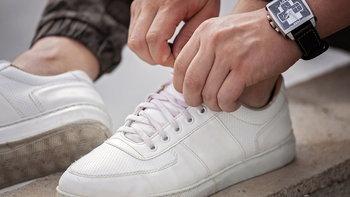 4 วิธีดูแลรักษารองเท้าผ้าใบ