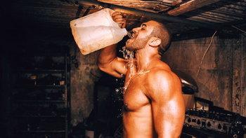ดื่มน้ำเย็นช่วยเบิร์นไขมันจริงหรือไม่?
