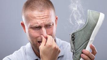 4 ขั้นตอนกำจัดกลิ่นรองเท้าแบบง่ายๆ ที่คุณก็ทำได้