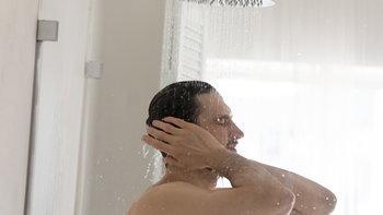 อาบน้ำอุ่นกับน้ำเย็น อาบแบบไหนดีต่อสุขภาพผิวมากกว่า