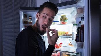 หนุ่มๆ ควรรู้ 5 อาหารที่ไม่ควรกินตอนดึก ถ้าไม่อยากอ้วนลงพุง