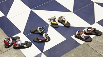 เผยโฉมคอลเลคชั่นรองเท้าแตะสุดพิเศษ Suicoke x HAY
