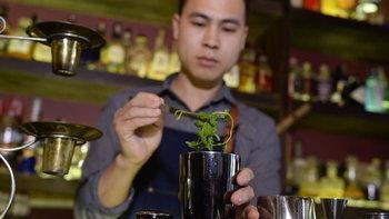"""""""ค็อกเทลเฝอ"""" เครื่องดื่มฟิวชั่นสุดฮิปในเวียดนาม"""