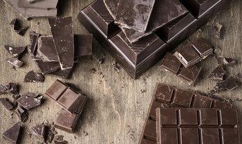 """ประโยชน์ของ """"ดาร์กช็อคโกแลต"""" ที่หนุ่มๆ อาจไม่เคยรู้มาก่อน"""