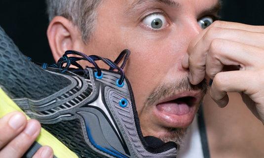 10 วิธีสยบปัญหาเท้าเหม็น