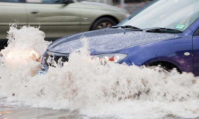 รู้ไว้แล้วนำไปใช้ซะ เมื่อคุณกำลังขับรถยนต์เข้าไปสู่ ในพื้นที่มีน้ำรอการระบาย