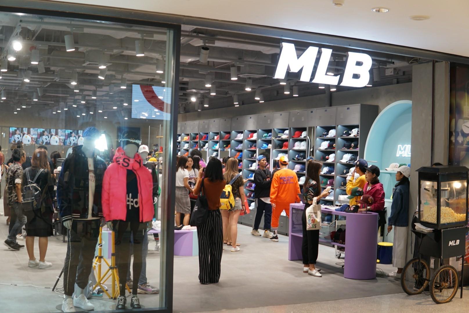บรรยากาศเปิด Flagship Store วันแรกเมื่อช่วงบ่ายที่ผ่านมา