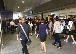 รถไฟฟ้าสายสีม่วงยอดผู้ใช้บริการเพิ่มขึ้น