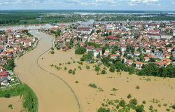 """""""บอสเนีย""""อ่วม หลังน้ำท่วมใหญ่ตายกว่า50"""