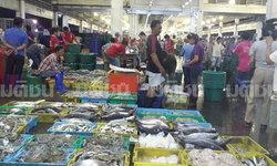 ผู้ซื้อรายใหญ่ แห่ซื้ออาหารทะเลที่ตลาดทะเลไทย ยอมรับหวั่นของแพงขึ้น