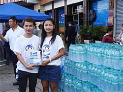 """""""จีเนท"""" แสดงน้ำใจ ช่วยผู้ประสบภัยน้ำท่วม โคราช"""