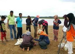 คนยะลาพลิกวิกฤติภัยแล้งหาหอยขายเสริมรายได้