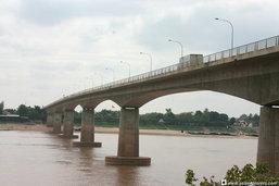 """20 ปี สะพานมิตรภาพไทย-ลาว1 มูลค่าการค้าทะลุ """"แสนล้าน"""""""