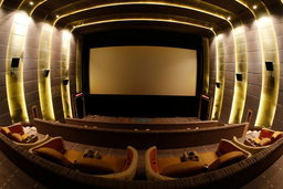 """""""เอ็มบาสซี่ ดิโพลแมทสกรีน"""" โรงภาพยนตร์หรู 6 ดาว แห่งแรกและแห่งเดียวในประเทศไทย"""