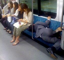 """ฮือฮา เปิดภาพ""""มนุษย์เงินเดือนญี่ปุ่น""""เช้าบ้างาน ดึกเมาหมดสภาพ""""สะท้อนสังคมปลาดิบ(ชมภาพ)"""