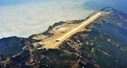 """อีกแล้วคับทั่น! จีนเจ๋งอีกสร้าง""""รันเวย์""""บนภูเขา เหนือระดับน้ำทะเล 8 พันฟุต (ชมคลิป-ภาพ)"""