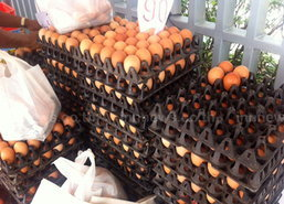 ตลาดนนท์ไข่ไก่ขึ้นราคาอีกถาดละ5บาท