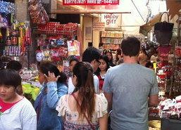 ตลาดสำเพ็งช่วงเย็นยังคึกคัก ปชช.แห่ซื้อของ