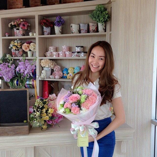 โฟร์ ศกลรัตน ควักเงินครึ่งล้าน เปิดร้านดอกไม้