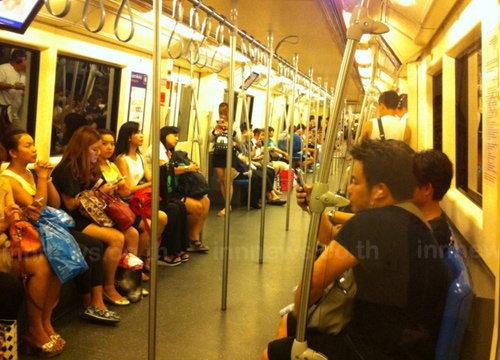 MRTให้เด็กอายุไม่เกิน14ปีนั่งรถไฟฟรีวันเด็ก