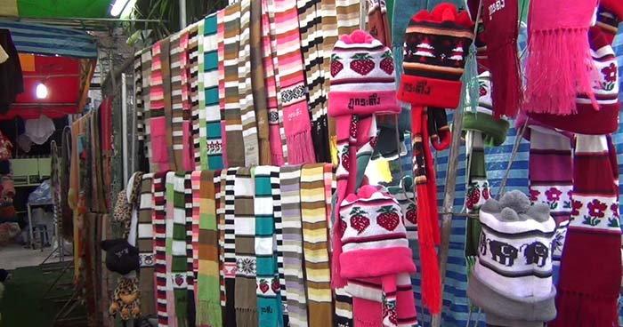 นักท่องเที่ยว แห่ซื้อหมวกไหมพรมภูกระดึง สร้างรายได้วันละ 3,000-5,000 บาท