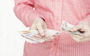 โพล ชี้ชัด คนไทยวันนี้ รายได้ต่ำกว่า 30,000 บาทมีภาระหนี้สิน ส่วนใหญ่กู้แบงก์